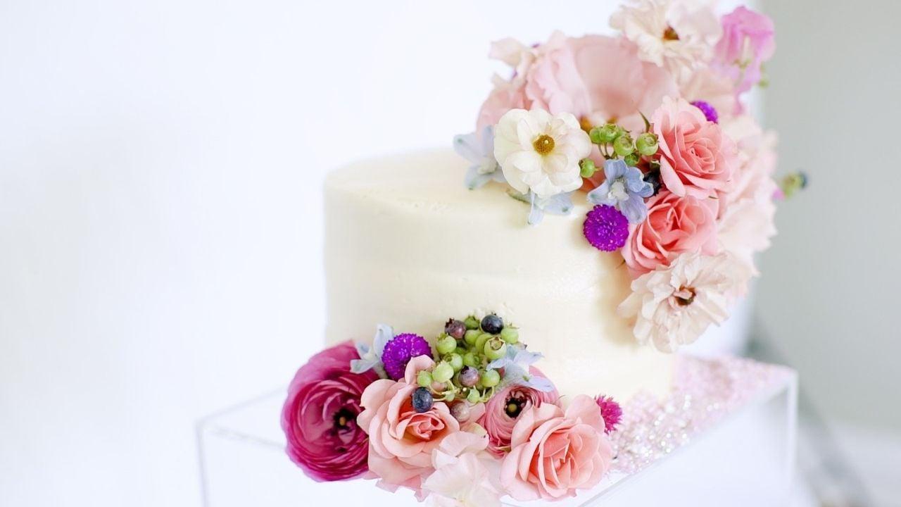 Anthony Maslo: how to design wedding cake flowers