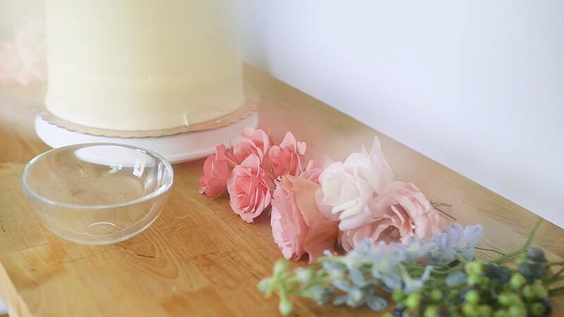 anthony-maslo-wedding-cake-flowers-2