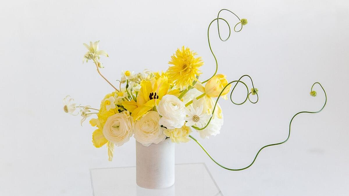 Yellow and white small flower arrangement