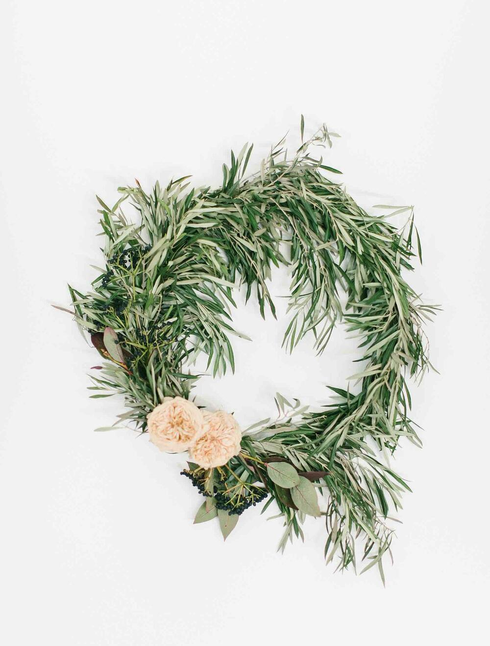 Mayesh Design Star November Video Fall Wreath with Alexandra Farms Freeze Dried Roses