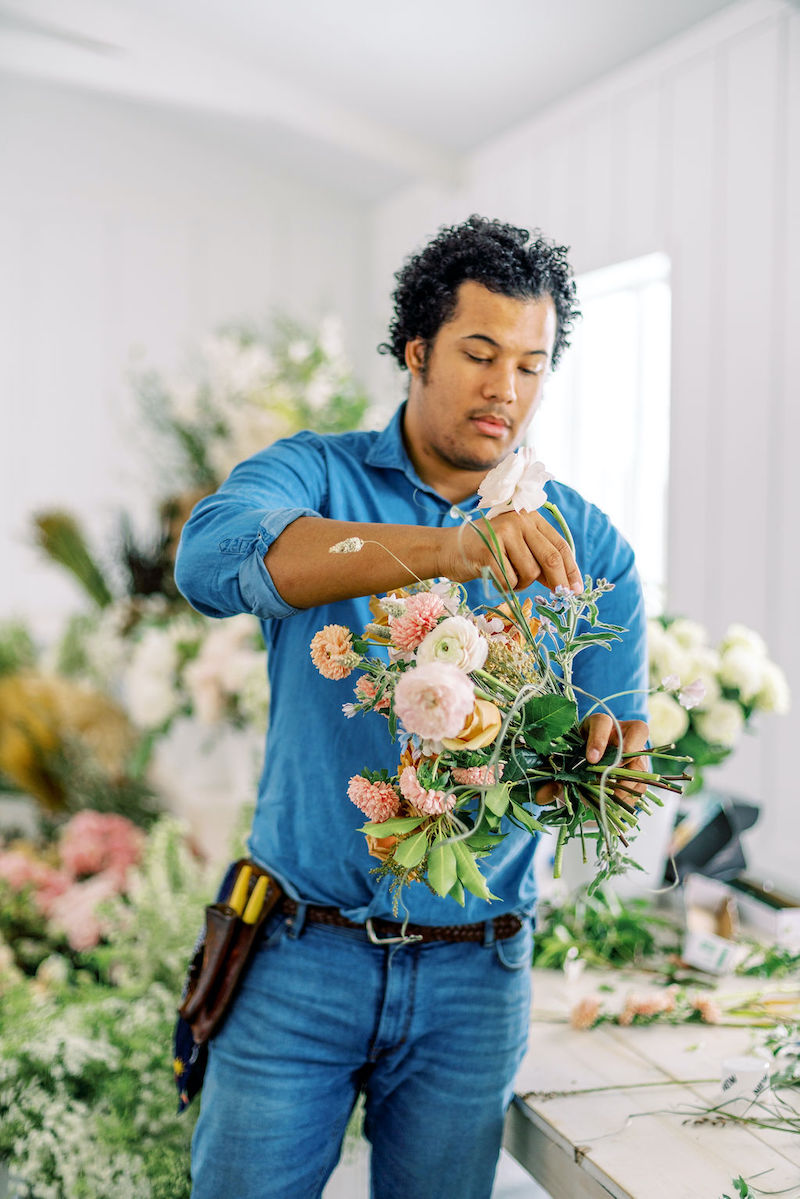 Shean Strong doing a bouquet demonstration at the Mayesh Design Star workshop in Columbus, OH