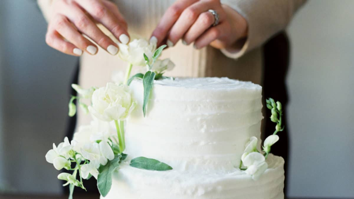 MDS: Styling a cake with fresh flowers